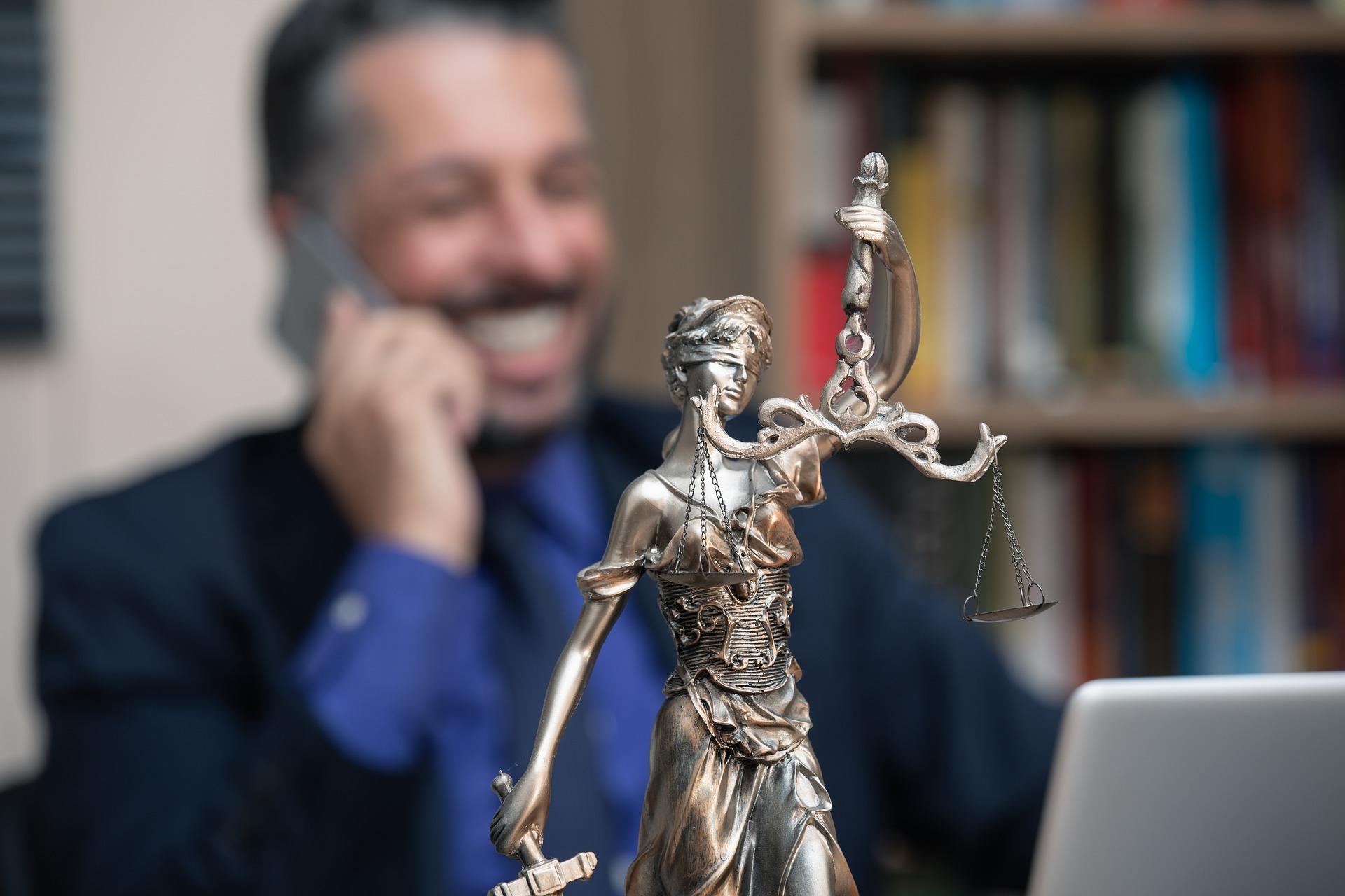 Jak wybrać odpowiednią kancelarię adwokacką?